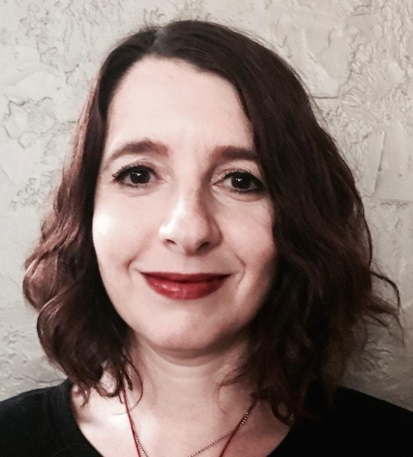 raina-cowan-art-therapist-and-counselor